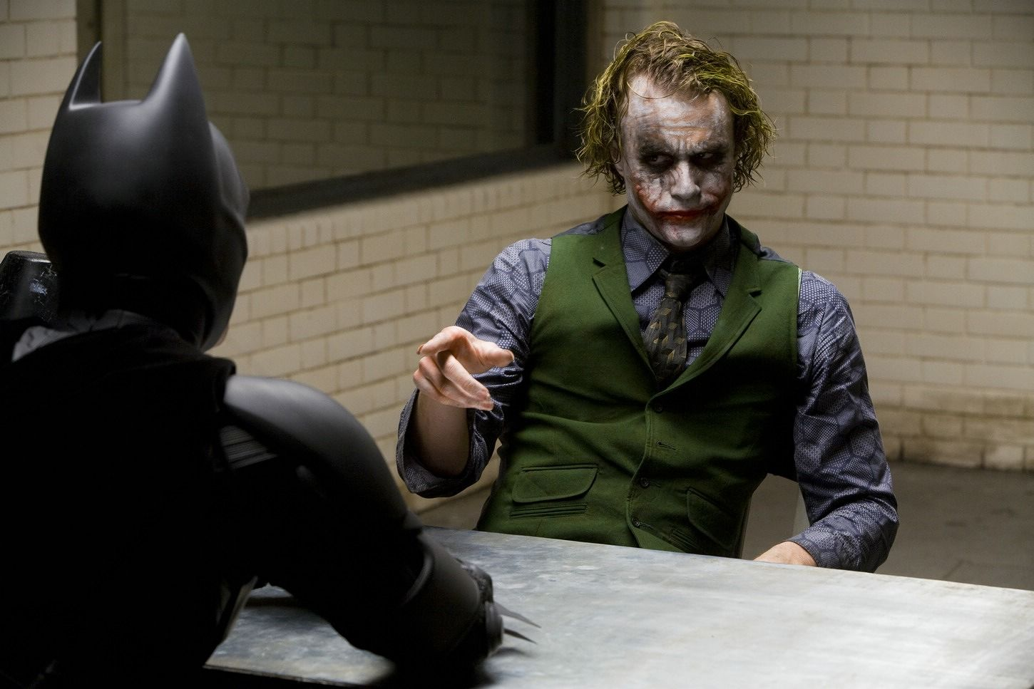 the-dark-knight-the-joker-heath-ledger-batman